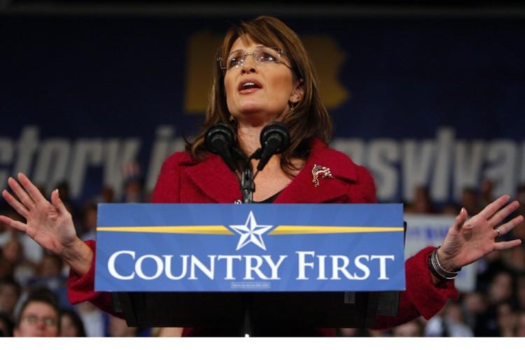 L'ancienne candidate à la vice-présidence et gouverneur de... (Photo: Reuters)