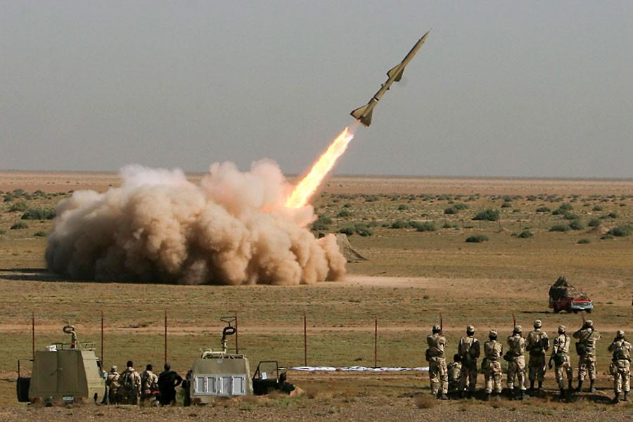 L'Iran a testé dimanche et lundi des missiles... (Photo AFP)