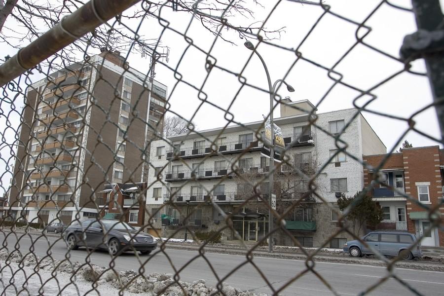 La clôture qui longe le boulevard L'Acadie et... (Photo: André Pichette, La Presse)