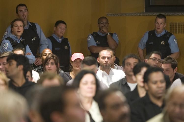 Une altercation entre deux participants produite à l'extérieur... (Photo: André Pichette, La Presse)
