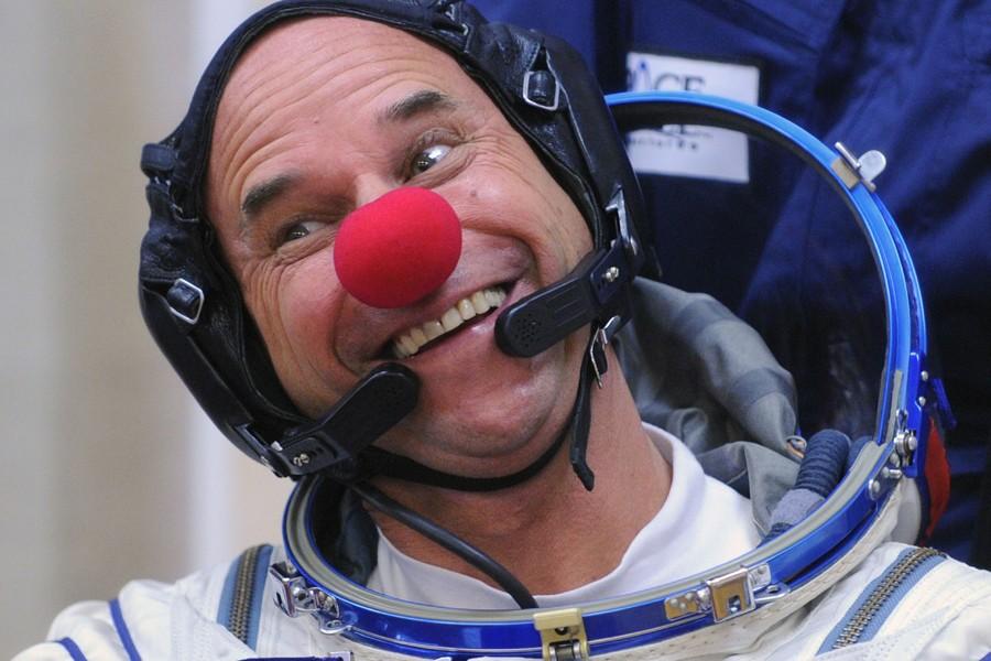 Guy Laliberté, avant le décollage de la fusée.... (Photo: AFP)