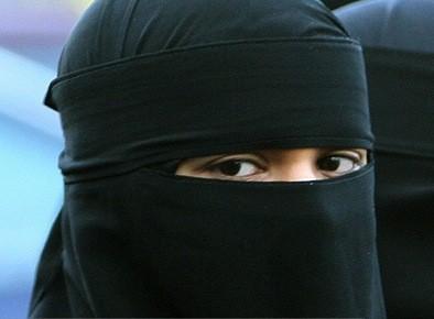 Le niqab est un voile qui cache tout... (Archives AP)