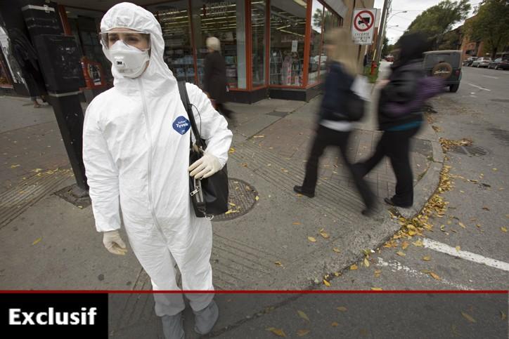 Vêtue d'un ensemble de protection contre la grippe... (Photo: David Boily, La Presse)