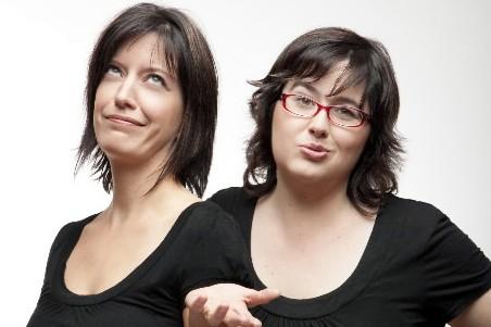 Nancy Coulombe et Nadine Descheneaux, les auteures du... (Photo: fournie par les éditions les Intouchables)