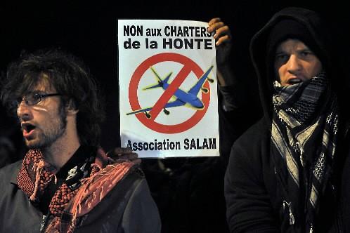 Des manifestants français s'étaient opposés au départ d'un... (Photo archives AFP)