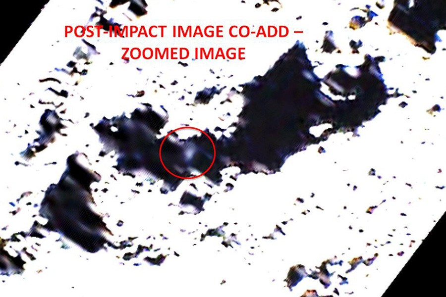 L'image prise 15 secondes après l'impact montre un... (Photo: AFP/Nasa)