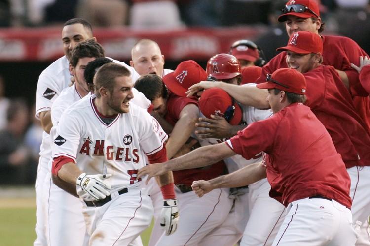 Les joueurs des Angels ont sauté sur le... (Photo: Reuters)