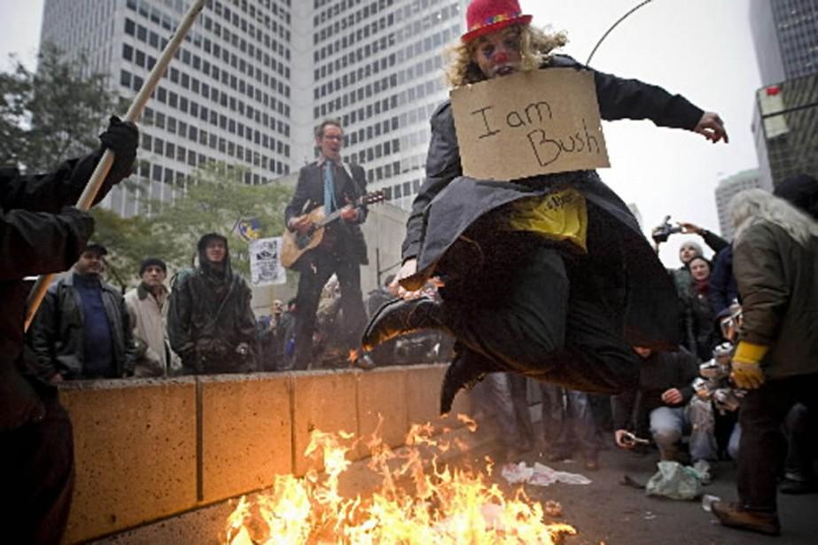 Un milier de personnes ont manifesté contre la... (Photo Patrick Sanfaçon, La Presse)