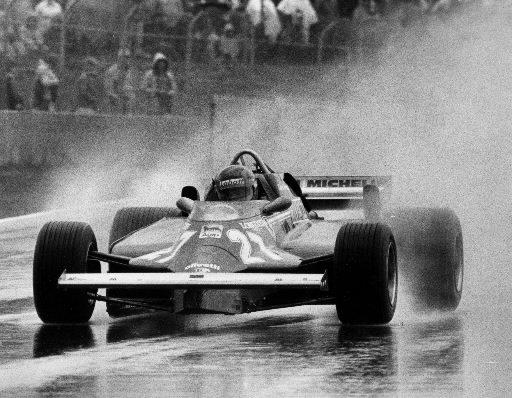 Gilles Villeneuve au volant de sa Ferrari sous la pluie au Grand Prix du Canada de 1981. | 1 mars 2011