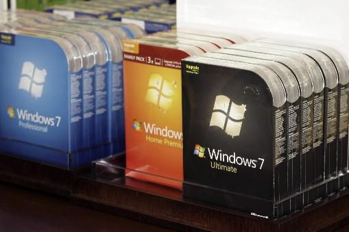 Des copies du système d'exploitation Windows 7... (AP)
