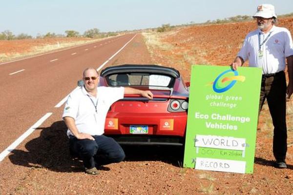 Le Tesla Roadster a inscrit un nouveau record... (Photo leblogauto.com)