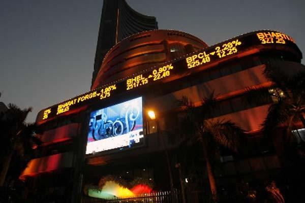 L'édifice de la Bourse de Bombay... (Photo: Punit Paranjpe, Reuters)