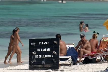 Quebec plage nudiste Les 6