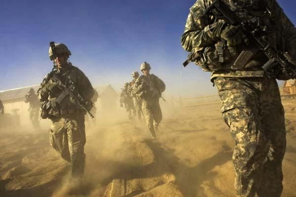 Le coût élevé de la présence militaire américaine... (Photo: David Furst, AFP)