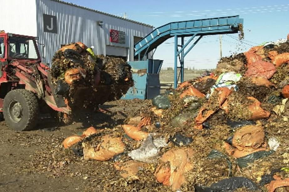 Compostage des feuilles mortes au complexe Saint-Michel, à... (Photo: archives La Presse)