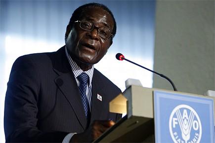Le président du Zimbabwe Robert Mugabe durant le... (Photo: AFP)