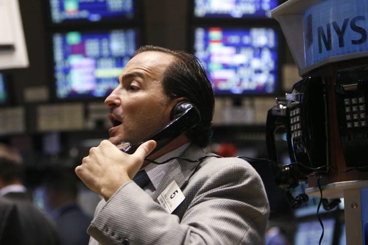 La Bourse de New York a fini en hausse vendredi, de justesse,... (Photo: Reuters)