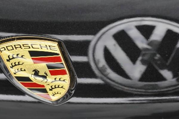 Le premier constructeur européen Volkswagen a... (Photo: Matthias Rietschel, AP)