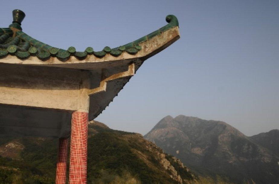 Les montagnes dominent le paysage de Lantau, la plus grande île de Hong Kong. | 1 mars 2011