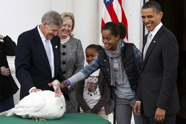Accompagné de ses filles, Barack Obama a accordé... (Photo: Reuters)