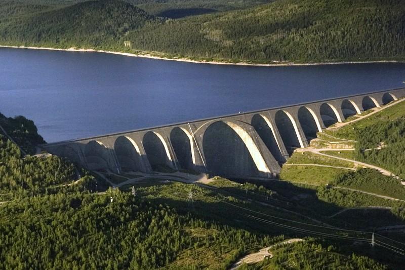 Le barrage Manic 5, au Québec.... (Photo Ivanoh Demers, Archives La Presse)