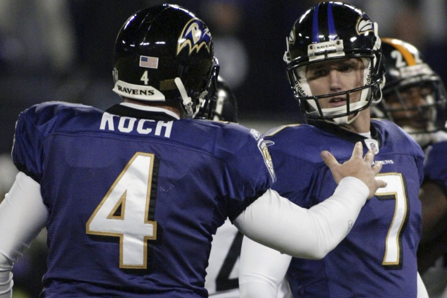 Billy Cundiff est félicité par Sam Koch.... (Photo: Reuters)