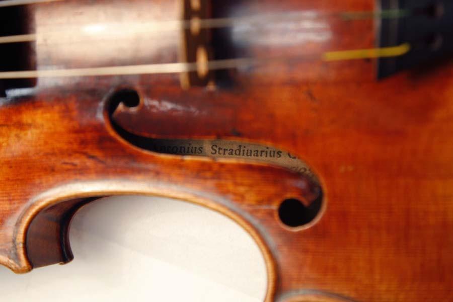 Un violon Stradivarius au Musée de la musique... (Photo: AFP)