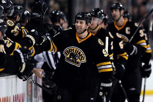 Les Bruins de Boston joueront contre les Coyotes... (Photo: Michael Dwyer, AP)
