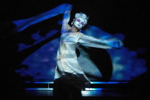 Le dragon bleu de Robert Lepage est présenté... (Photo Le Soleil)