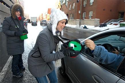 Catherine Distillio et Claudia Marquez étaient parmi les... (Photo: Alain Roberge, La presse)