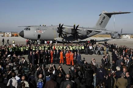 L'avion de transport militaire européen... (Photo: Marcelo del Pozo, Reuters)
