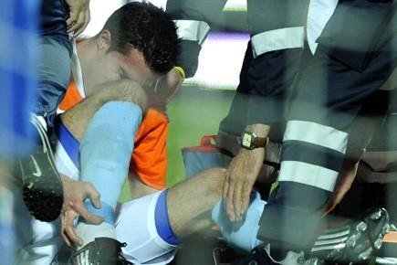 L'attaquant Robin Van Persie lors d'un match amical... (Photo: AP)