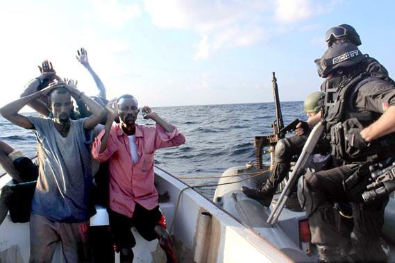 Arrestation de pirates somaliens en décembre dernier par... (Photo AP)