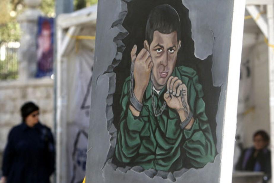Cette murale de Gilad Shalit a été peinte... (Photo: Reuters)