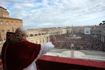 Une femme s'était jetée sur le pape jeudi... (Photo: AFP)