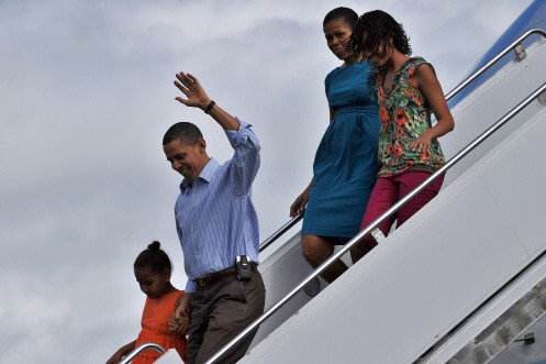 La famille Obama a été accueillie à Honolulu... (Photo: AFP)