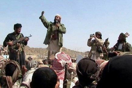 Des hommes se réclamant d'Al-Qaeda réunis dans le... (Photo d'archives Agence France-Presse)
