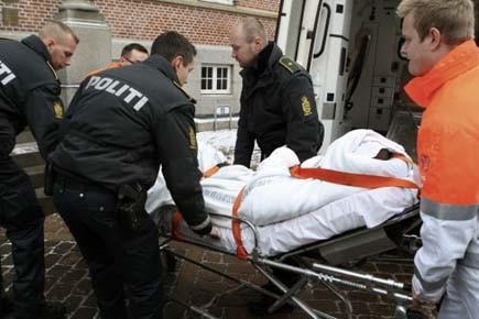 L'agresseur, qui a été blessé par deux balles... (Photo: AP)