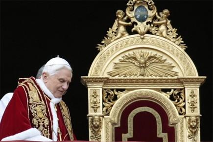 Le pape Benoît XVI soulève à nouveau l'ire de la communauté... (Photo: AP)