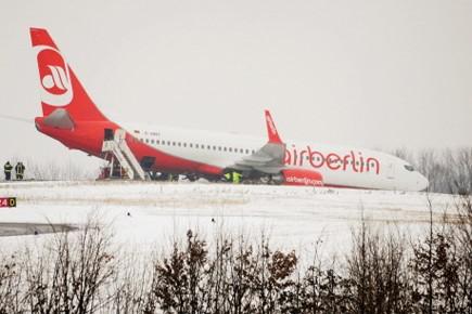 Un avion partant pour les îles Canaries, en Espagne, est sorti de... (Photo: AFP)