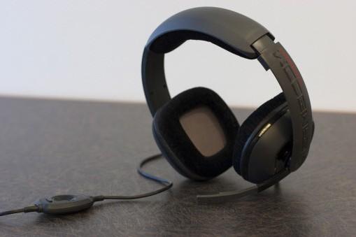 Une paire d'écouteurs Plantronics... (Photo: AP)