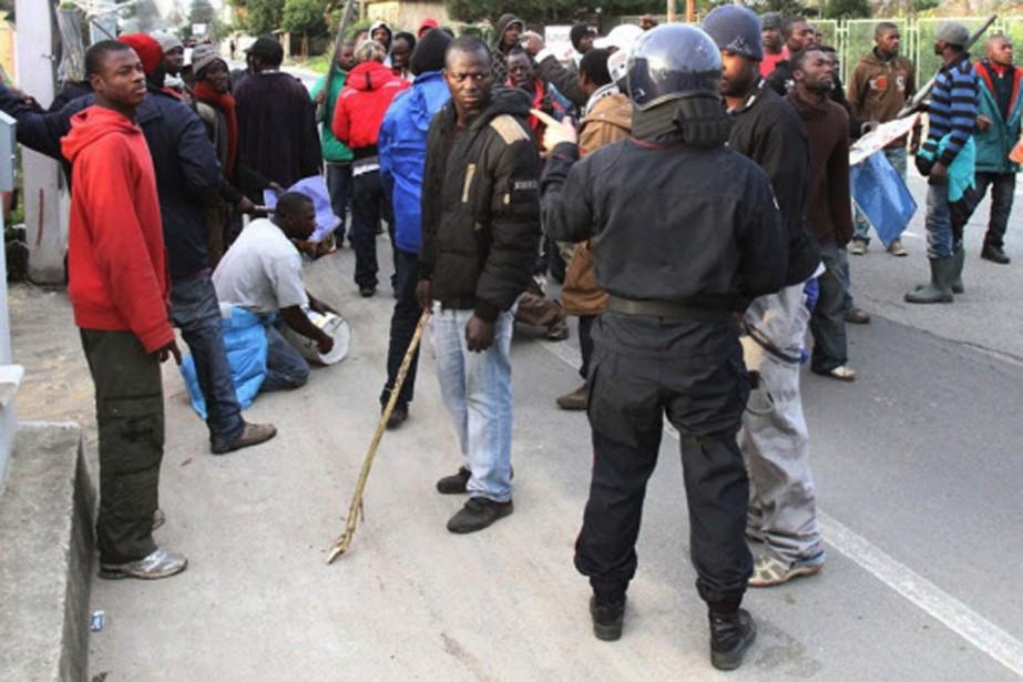 Les organisations humanitaires et de défense des immigrés... (Photo: AFP)