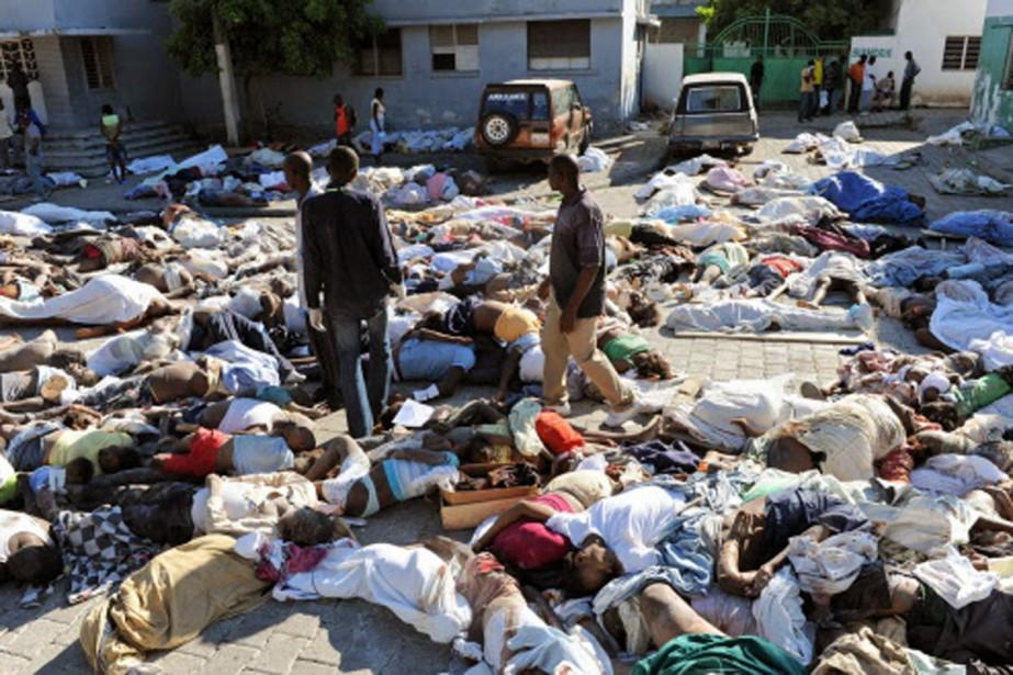 Les corps s'entassent devant la morgue de Port-au-Prince,... (Photo: AFP)