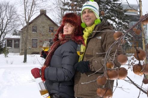 Stéphanie Beaudoin et François Pouliot dans leur verger.... (Photo: Alain Roberge, La Presse)