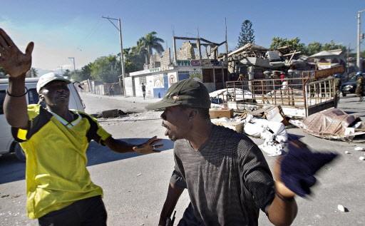 À Carrefour, des Haïtiens frustrés de ne pas... (Photo: Patrick Sanfaçon, La Presse)