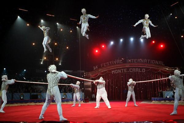 Les acrobates russes du Cirque du soleil font... (Photo AFP)