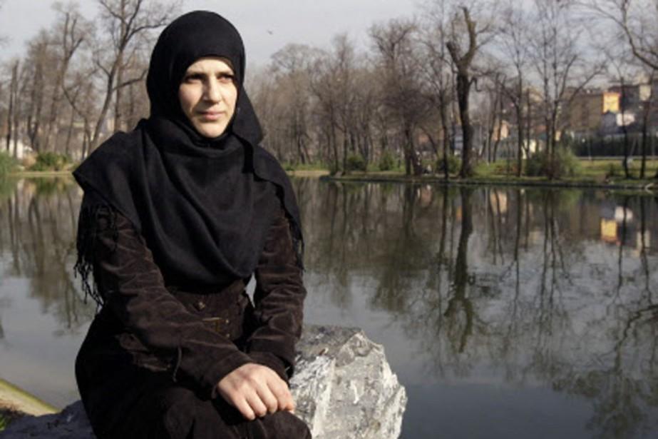 Defne Bayrak, la veuve de l'agent double soupçonné... (Photo: AP)