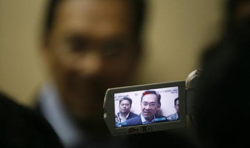 L'ex premier ministre Anwar Ibrahim a passé six... (Photo: Reuters)