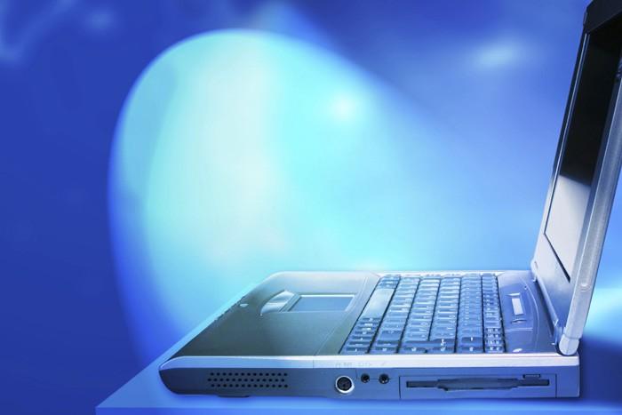 Face à l'essor de services en ligne comme Facebook,... (Photothèque La Presse)