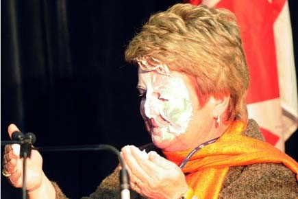 Gail Shea a reçu une tarte en plein... (Photo: PC)